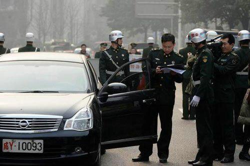假新军牌_美称解放军超标军车人人喊打 高层鼓励群众监督-搜狐军事频道