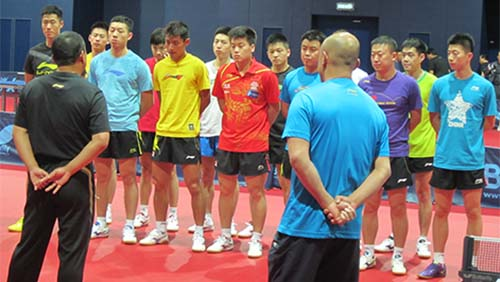 刘国梁在训练后训话