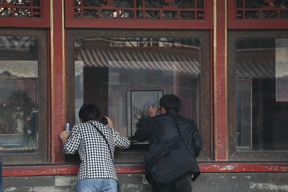 故宫换装防砸玻璃 展台中央少了损坏的文物钟图片