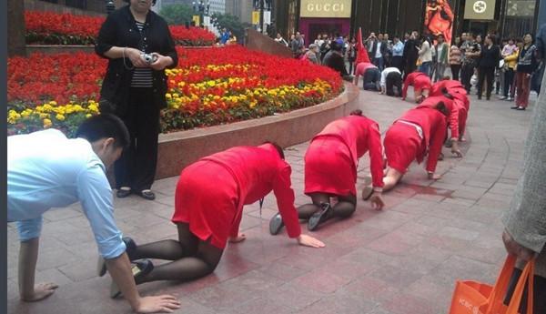 ktv美女集体受训 中国老板如何调教员工组图