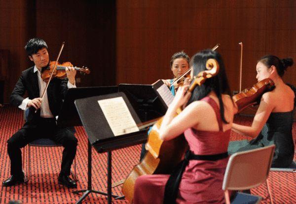 国家大剧院管弦乐团的艺术家现场演奏室内乐