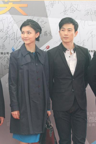 由赵滨主演的电影《反角度美丽》也入围了相关奖项,剧组成员借此机会
