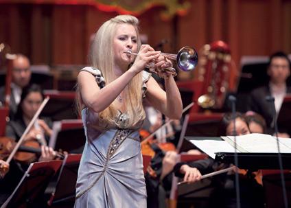 美女美女演奏家艾森巴尔松携手苏格兰弦乐团逼真超小号图片