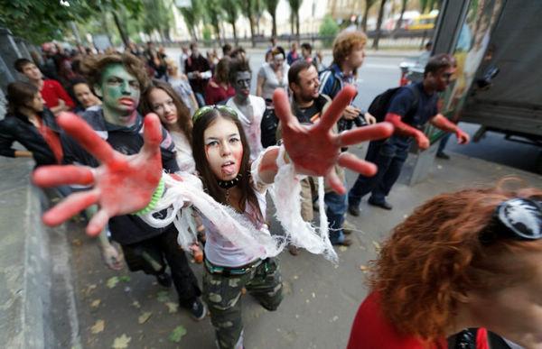 乌克兰街头美女变僵尸