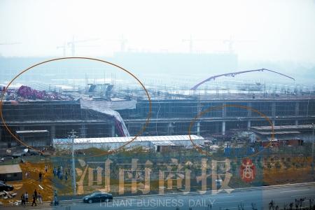 崇州塔吊倒塌_郑州一在建工地两塔吊突然倒塌 事故致3人受伤-搜狐新闻