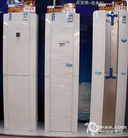 在外型上,美的ke双贯流变频柜式空调采用纯白色面板,适合各种客厅装修