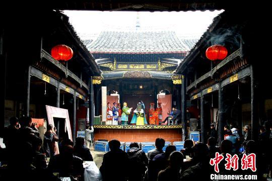 """日前,国务院核定公布了第七批全国重点文物保护单位名单,江西省乐平市镇桥镇浒崦村""""名分堂戏台""""名列其中。 程万海 摄"""