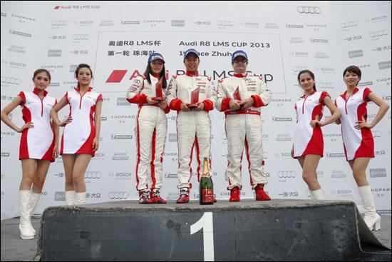 第二回合非专业组获胜者从左至右:张冉(第二名)、邝海峰(第一名)、雨果・里佩尔(第三名)