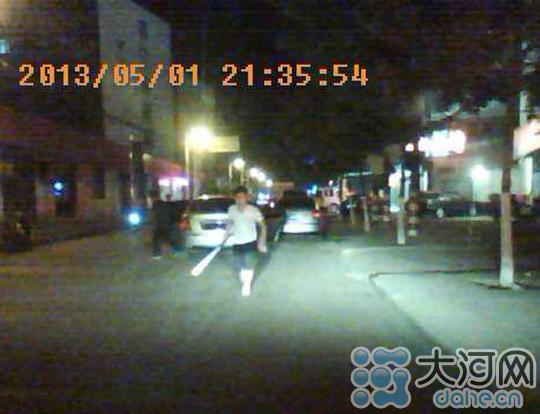 平顶山闹市区当街砍人事件追踪 已有9人归案(