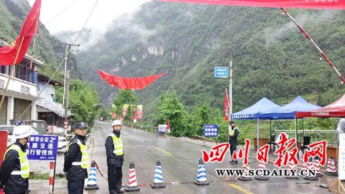 灵关至芦山段已交通管制。 四川日报网记者 余坪/摄