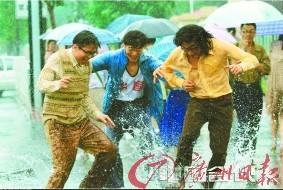 《中国合伙人》,三个大学男生为了事业辛酸打拼的苦与乐。