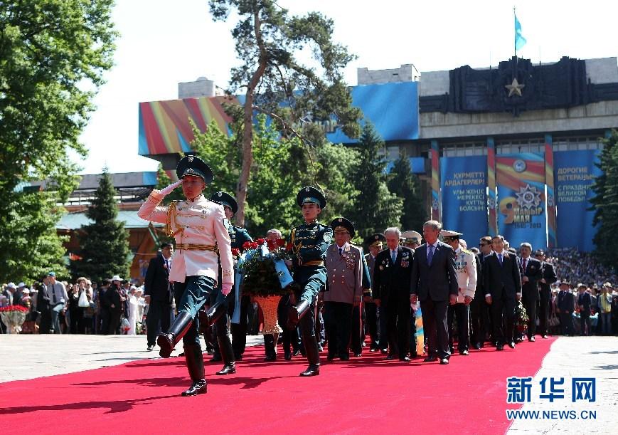 哈萨克斯坦/哈萨克斯坦9日举行各类活动庆祝卫国战争胜利日,纪念苏联反...