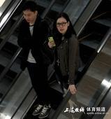 幻灯:谢晖前妻疑似曝新恋情 与帅气神秘男逛街
