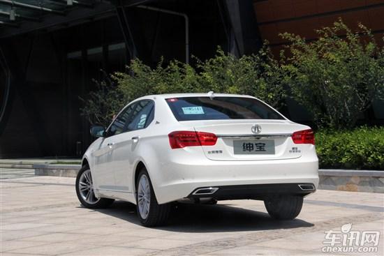 在底盘等方面,车身承载结构的设计上,绅宝d系列基本沿用萨博9-5的设计