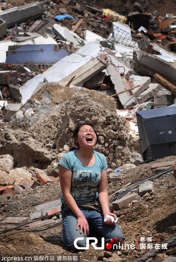 汶川地震感人母爱_地震中母爱的文章-汶川地震中母爱感人事迹作文 _感人网