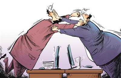 科长曾昊坤在办公室内打架