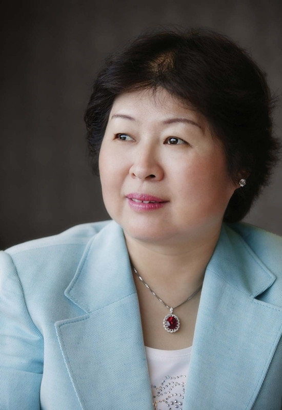 东莞玖龙纸业有限公司董事长,美国中南集团控股有限公司总裁张茵