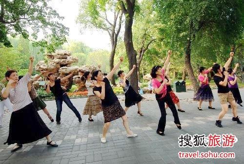 日坛公园:在闹市区做神仙的好地儿