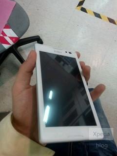 全对称白色面板 新机索尼S39h谍照曝光