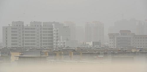 遇重度浮尘扬沙天气,市区内街道 银川市宁安大街