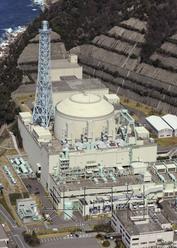 """图为日本原子能研究开发机构(简称原子能机构)的""""文殊""""号快中子增殖反应堆,2012年3月摄于福井县敦贺市。(共同社)"""