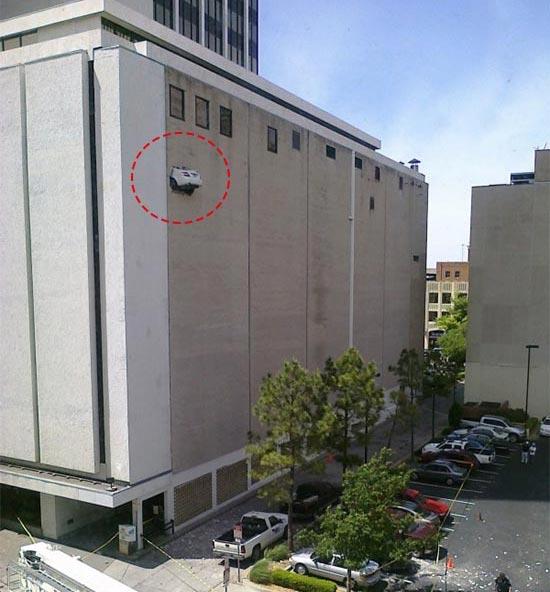 车祸现场在10楼? 最离奇诡异的车祸盘点高清图片