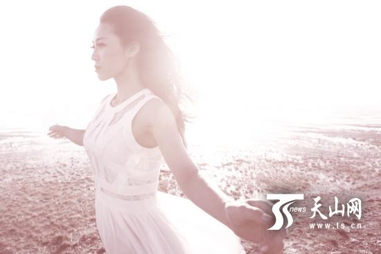云朵 张力 视频/歌手云朵2013年新专辑主打歌《倔强》已于日前正式上线。