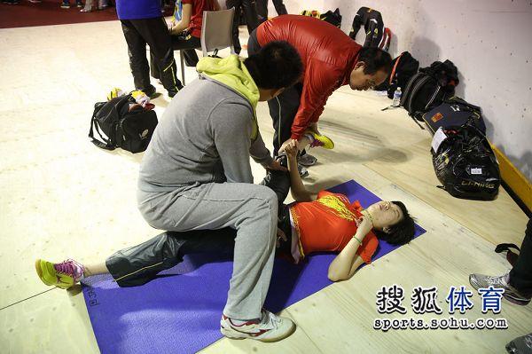 图文:中国乒乓球队赛前v图文李隼单练李晓霞哪个大学有冰球队图片