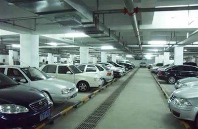华德大厦地下停车场