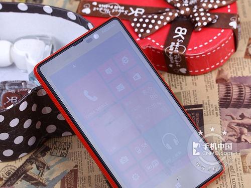 诺基亚Lumia 820正面图片