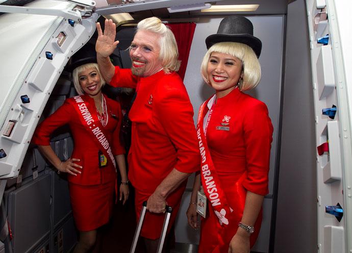 维珍空姐不再化妆_英f1亿万富翁愿赌服输 扮空姐上演\