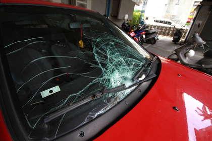 """肇事车辆在海边被发现。台湾""""苹果日报"""""""