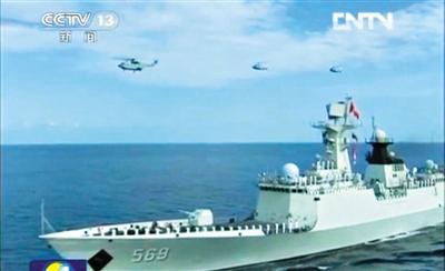昨晚,中央电视台新闻联播播出海军南海舰队对南沙海域进行常态化战备巡逻的画面。央视报道截屏