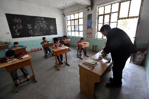 图片故事)(3)驼背教师杨怀拴--用脊梁撑起山村