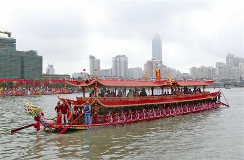 012年,台阁龙舟在温州龙舟文化节上亮相.    /摄 -温州唯一水上台