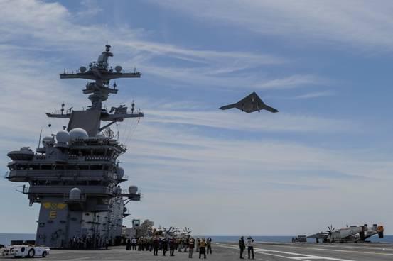 美国海军X-47B无人作战飞机验证机成功从航母上弹射起飞(图)