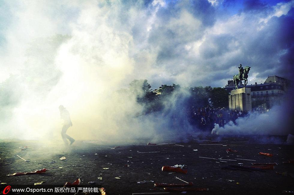 巴黎圣日耳曼夺冠骚乱 警察发射催泪瓦斯(图)