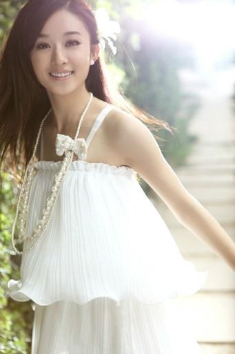 以下为赵丽颖杨蓉唐艺昕的一组现代装写真,清新淡雅美丽高洁,脱下古装