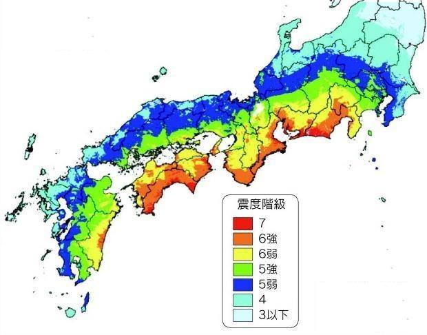 【环球网综合报道】据日本时事通讯社5月15日报道,日本高知县15日发表了南海海沟大地震独自的受灾预测报告。报告显示,如果发生最大级别的南海海沟大地震,高知县县内的死亡人数或将达到4.2万人,受伤人数可能达到3.6万人。另一方面,报告还称,如果采取加强房屋的抗震性以及尽早避难等措施,死者人数可减少到1800人。   高知县根据日本内阁府的研讨会的推测结果为基础,设想将会发生9级大地震,并预测由地震引发的海啸、剧烈震动以及火灾可能导致最多15.