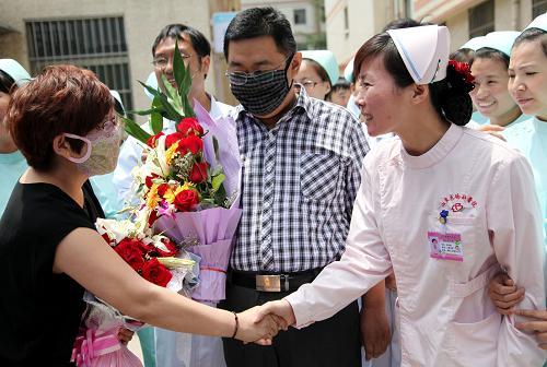 山东首例人感染H7N9禽流感患者治愈出院(组图