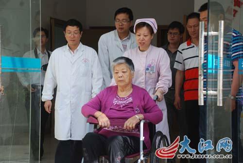 5月17日上午9点,江西第3例人感染H7N9禽流感治愈患者熊某出院。