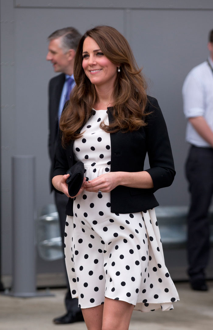 威廉王妃凯特怀孕_凯特王妃携威廉哈里参观华纳怀孕7月魅力不减(图)-搜狐滚动