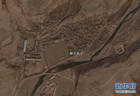 原文配图:美国谷歌公司提供的卫星图片显示位于朝鲜舞水端里的火箭发射基地。