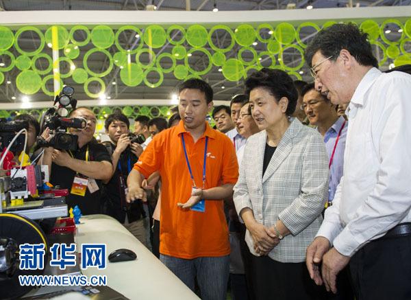 刘延东、郭金龙参加2013年全国科技活动周现场活动