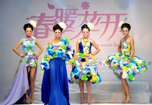 江西大学生上演时装秀[图]图片