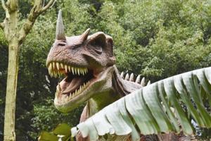 番禺博物馆恐龙园这次展示的高仿真恐龙都是机械恐龙。