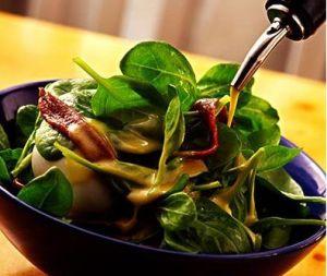 蔬菜与主食合理搭配,不仅有利于身体健康,假如天天的饮食保证摄取足够的蔬菜,多食番茄、胡萝卜、菜花、南瓜、大蒜、洋葱、芦笋、黄瓜、丝瓜、萝卜和一些绿叶蔬菜等,对维护乳房的健康很有帮助。