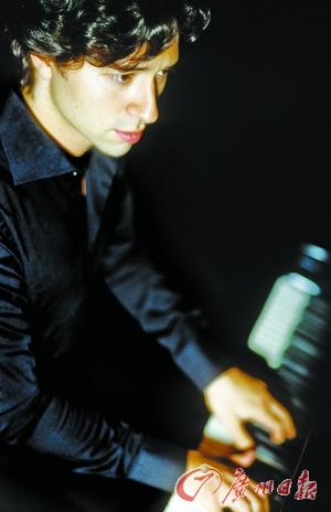 """本报讯 (记者 苏蕾)5月下旬,被誉为""""声音色彩大师""""的著名钢琴家塞尔吉奥·蒂耶普将再次来华巡演,并于5月26日晚登陆广州星海音乐厅。"""