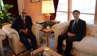 驻巴林大使李琛会见巴林央行行长