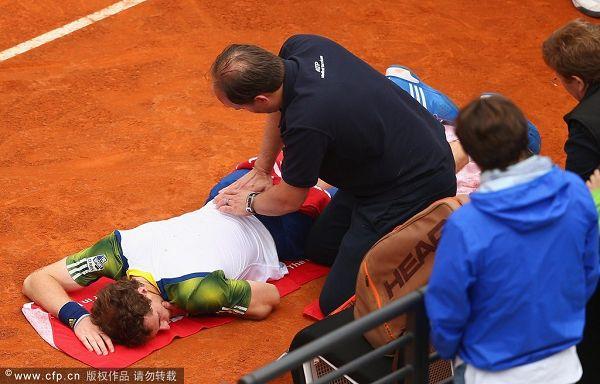 资料图:穆雷在参加罗马赛时就遭遇腰伤困扰